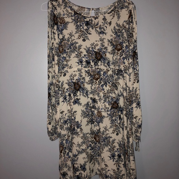 b94a9f35073 American Eagle Outfitters Dresses   Skirts - American Eagle Floral Cold  Shoulder Shift Dress